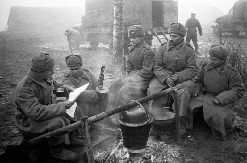 Во время ВОВ снижалась необходимость во многих материальных ценностях, но питание было на первом месте в обеспечении солдат.