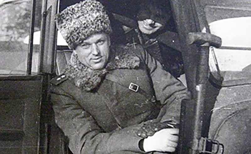 Рокоссовский является по происхождению поляком