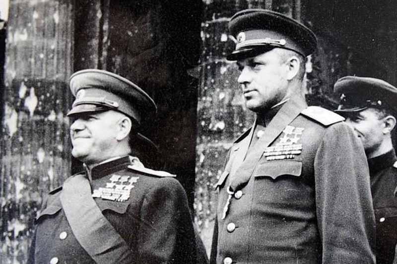 будущего маршала не расстреляли в итоге, хотя всех, кто доносил на него, казнили. Рокоссовский свою вину не признава