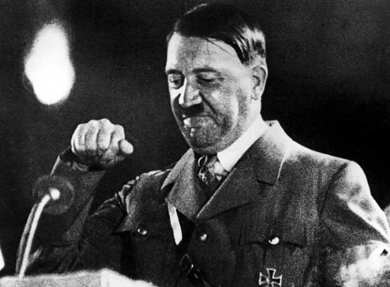 «kaputt» можно перевести на русский язык как «разбитый». Отсюда следует, что фраза «Гитлер капут» имеет значение «Гитлер разбит».