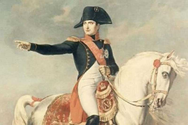 Когда говорят о Наполеоне, сразу представляешь полного человека низкого роста с суровым взглядом.