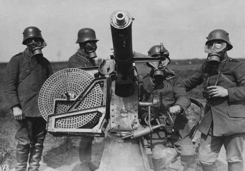 до наступления ВОВ Реввоенсовет выдвинул версию о том, что нагрянет война, которая будет сопровождаться применением химического оружия.