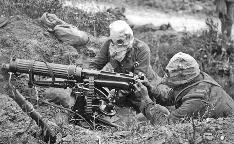 Историки до сих пор ведут дискуссии насчет того, почему во время ВОВ ни русские, ни немцы не стали применять химическое оружие.