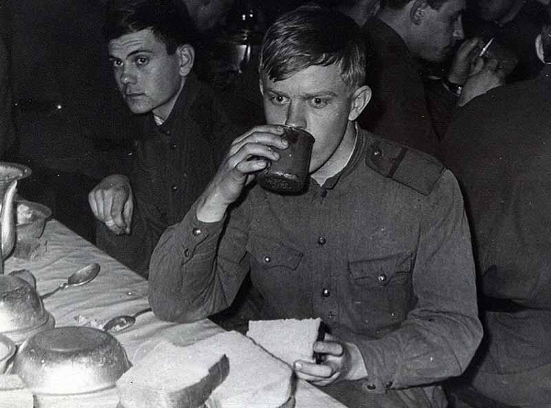 популярно было мнение, что солдат кормят пищей с добавлением брома.