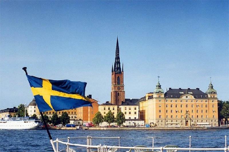 Со шведами русские сражались 10 раз.