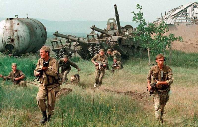 Джохар Дудаев, который руководил «Объединенным конгрессом чеченского народа», встал на сторону Бориса Ельцина в августе 1991 года.