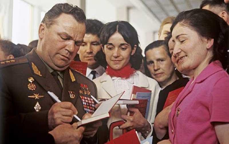 В 1945 году Кожедуб отгонял от авиатехники союзных стран вражеские самолеты.