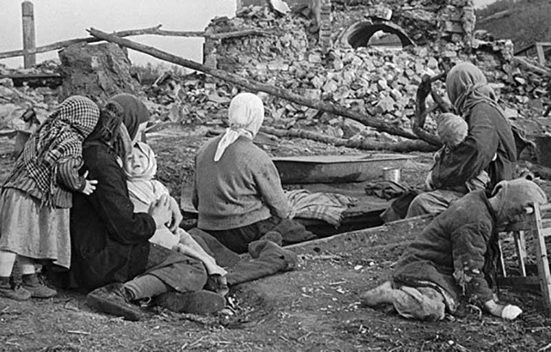 поток смертей миллионов людей от голода произошел в 1932-1933 годах.