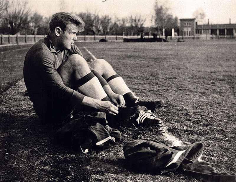 Эдуард Стрельцов — один из лучших футболистов советского времени, завоевавший множество титулов, в том числе и олимпийского триумфа в 1956 году