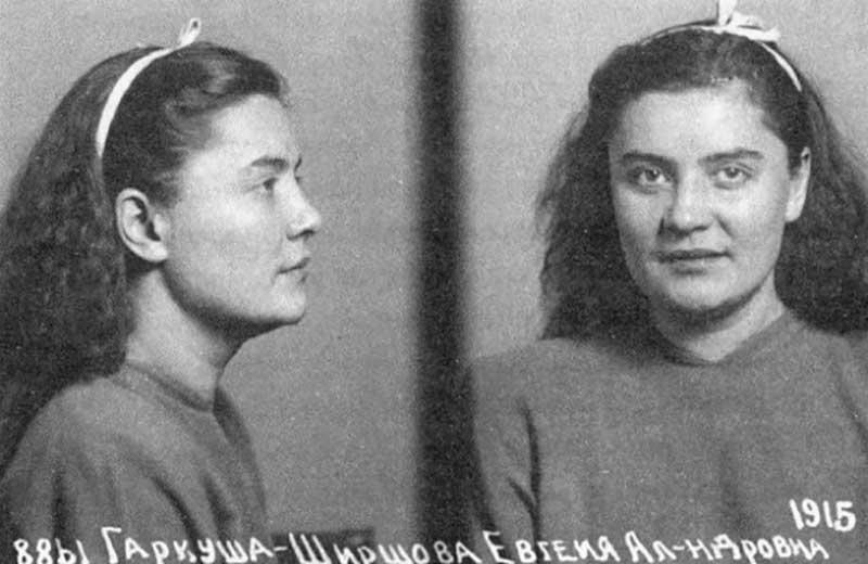 В 1947 году актрису Гаркуша  отправили в ссылку на Колыму. В августе 1948 года она скончалась от большой дозы снотворного.