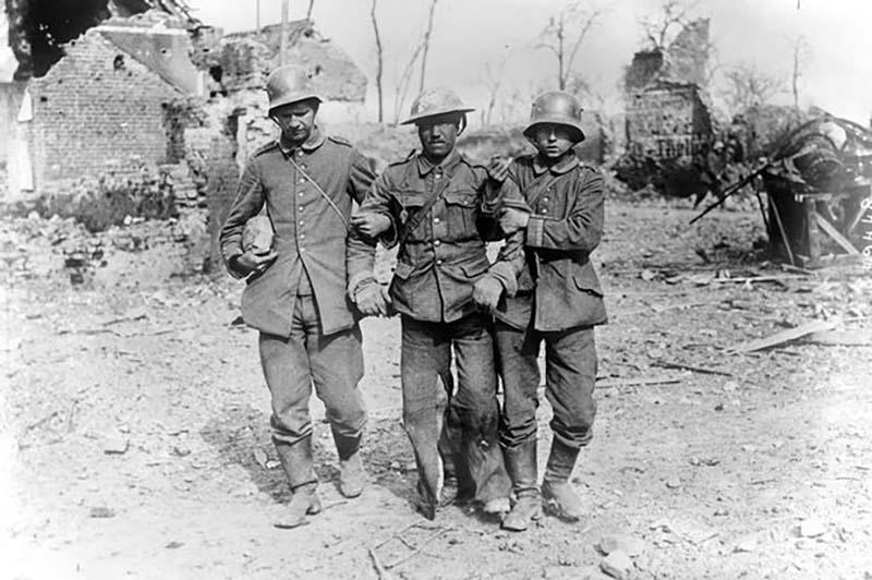 Когда была Вторая мировая война, множество немцев находились в плену у русских солдат.