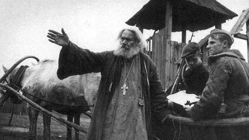 Все — фронту  Митрополит Сергий, не дожидаясь просьбы руководства, обратился к верующим с проповедью и призвал их защитить свою страну и собрать деньги для помощи фронту