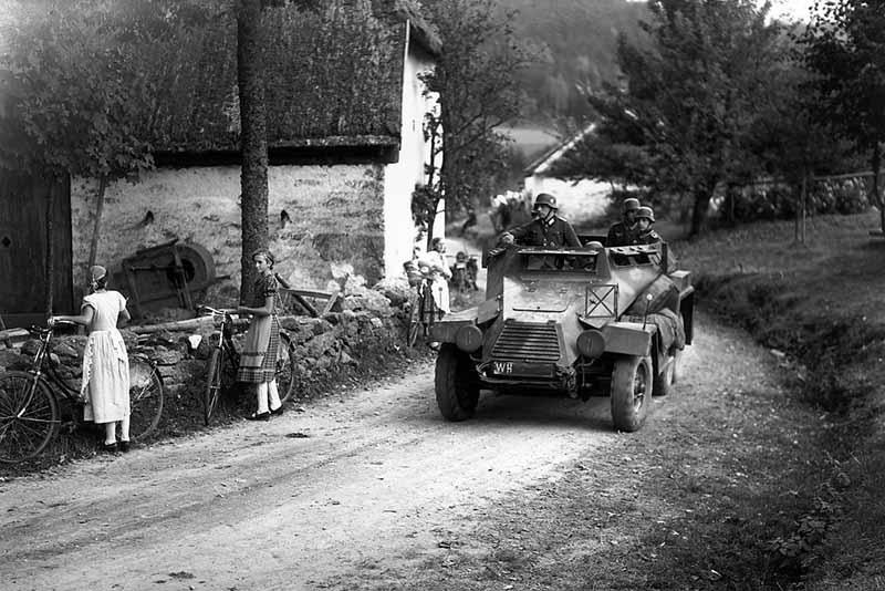 После подписания акта о капитуляции военное командование Германии дало обязательство передачи СССР и союзникам все имеющуюся на вооружении исправную военную технику