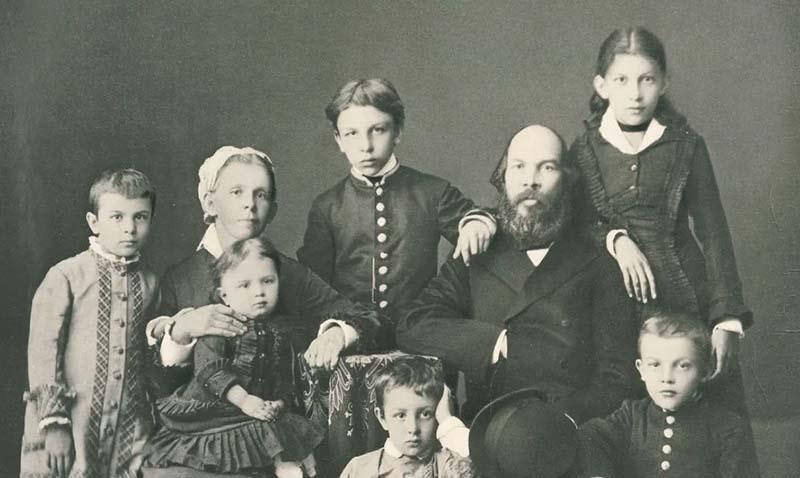Первенцем в семействе Ульяновых была Анна, а не Александр, который родился двумя годами позже