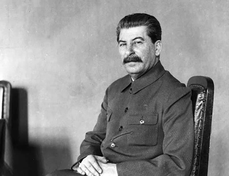 Сталин тоже с уважением относился к подобным явлениям. Наталья Львова, наследственный маг, была одним из близких к вождю оккультистов.