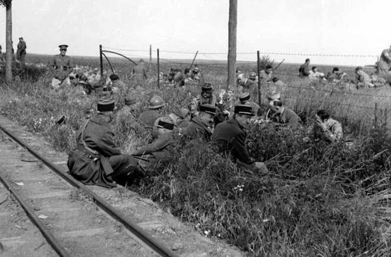 когда случилось прямое столкновение с фашистской Германией в 1940 году, французы смогли оказывать сопротивление считанные недели.