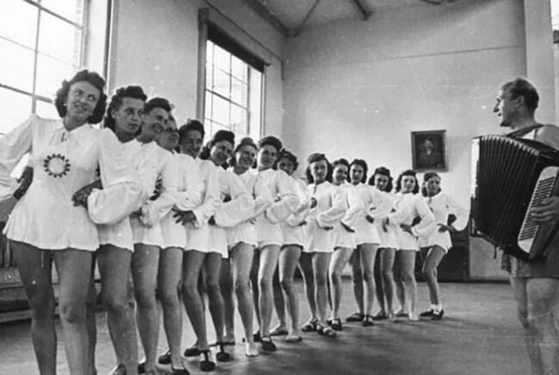 Кастинг для жен нацистов