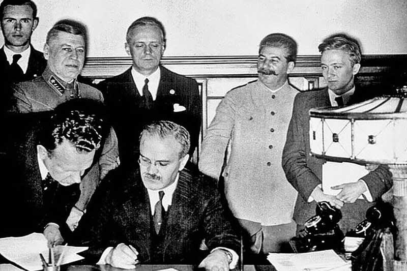 В 1939 году фашистская Германия и Советский Союз подписали договор о ненападении.