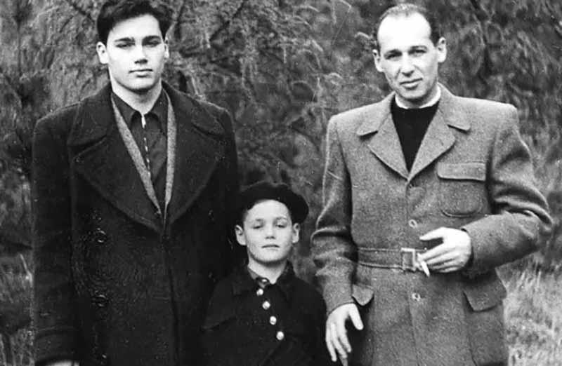 В 1950 году Познеру выдали паспорт гражданина Советского Союза, а еще через пару лет он с семьей перебрался жить в Москву.