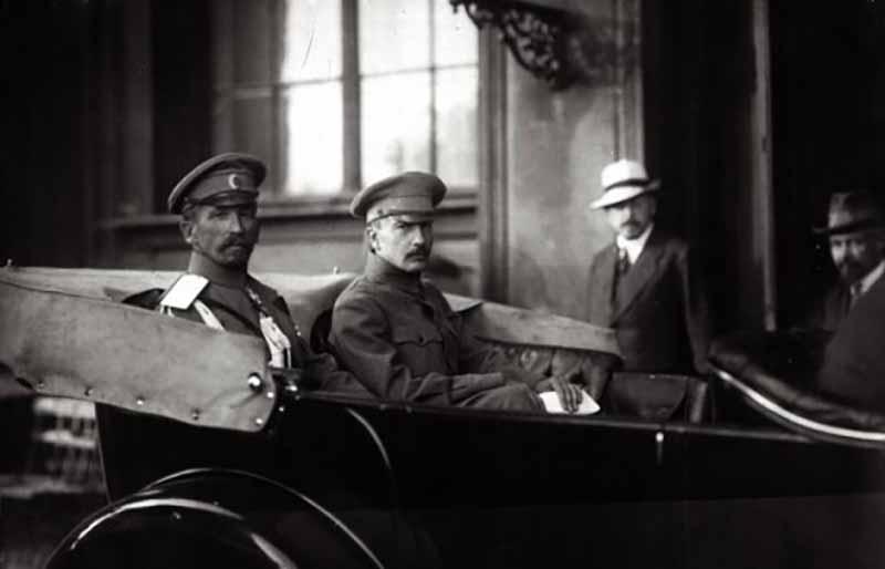 Спецслужбы СССР непрерывно боролись с эмигрировавшими за границу белогвардейцами, начиная со времен Гражданской войны.