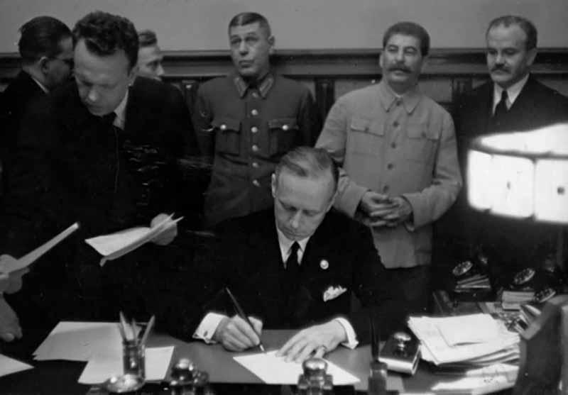 Почти сразу после того, как образовался СССР, были обнулены кредиты царского правительства