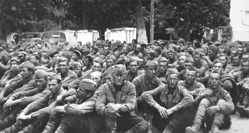 Историки подсчитали, что за годы ВОВ в плену у врага побывало свыше 5 миллионов советских военнослужащих.