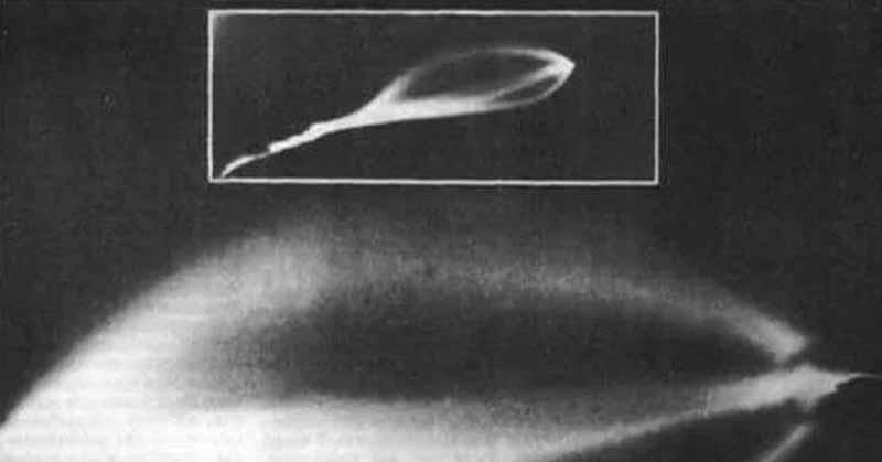 За час до этого подобный объект заметили на хвосте пассажирского самолета, следовавшего в Ленинград из Киева.