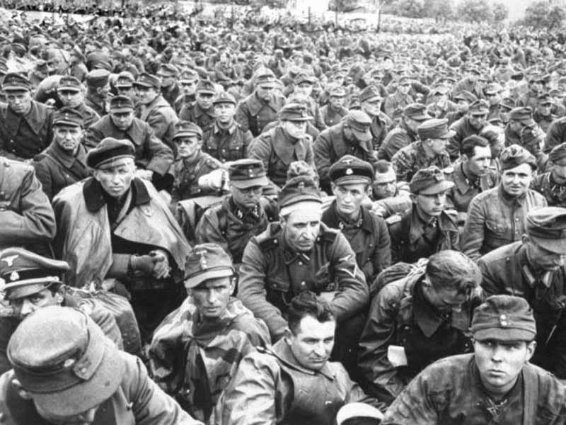 Сначала в 1940 году появились фландрские отряды СС, затем подразделения из нидерландцев и норвежцев.
