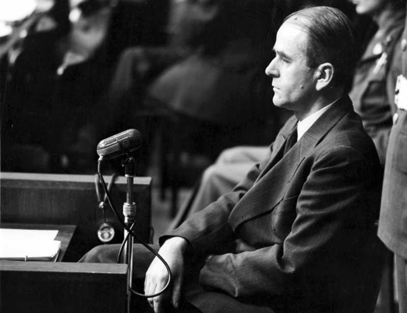 Исполнить «Нерон» и декрет Бормана поручили Альберту Шпееру, который был личным гитлеровским архитектором.
