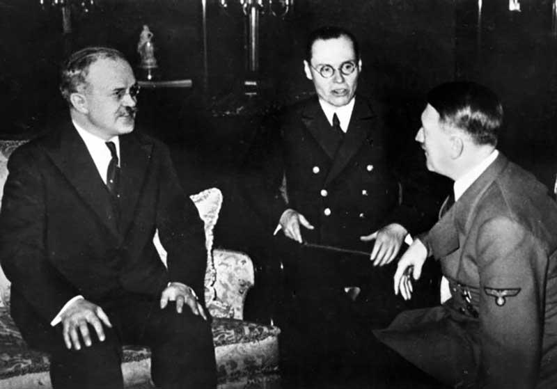 Обращение к фюреру было организовано через посла Шуленбурга.