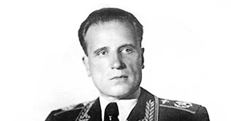 Тогда Сталин спросил Голованова, когда он спал последний раз.