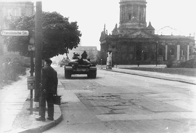 Подтверждением этой точки зрения стал и танковый конфликт, который произошел на самом пике кризиса в Берлине в начале 1960-х годов.