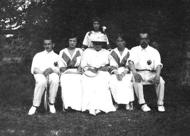 В 1870-х годах в семейство императора пришло увлечение игрой в теннис.