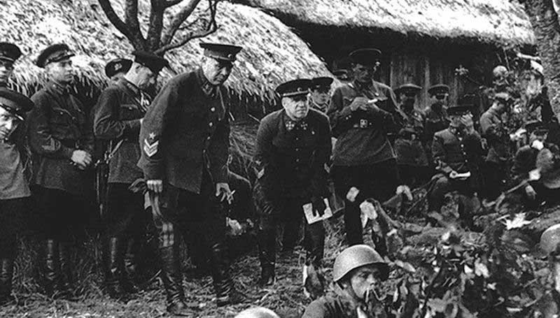 Многие маршалы характеризовали Жукова как карьериста.