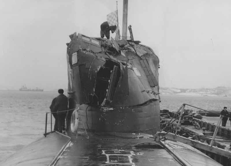 Поэтому, когда американцы поняли, что советские субмарины могут в любую секунду показать «Сумасшедшего Ивана», то прекратили приближаться к ним на небольшое расстояние.