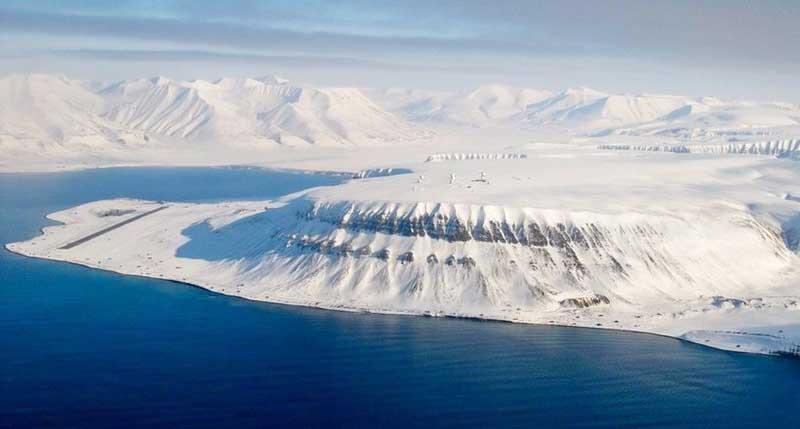 В 18 веке 3 российских моряка более 6 лет прожили на восточном острове Шпицбергена.