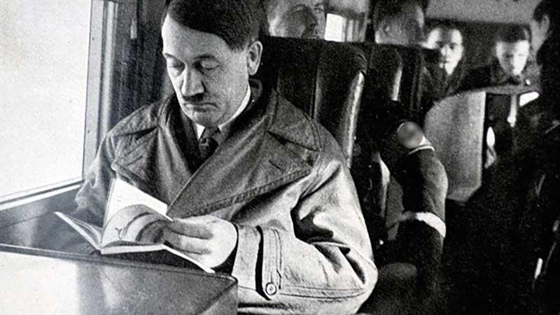 в Америке вышла в оборот книга, под названием «Странная смерть Адольфа Гитлера».