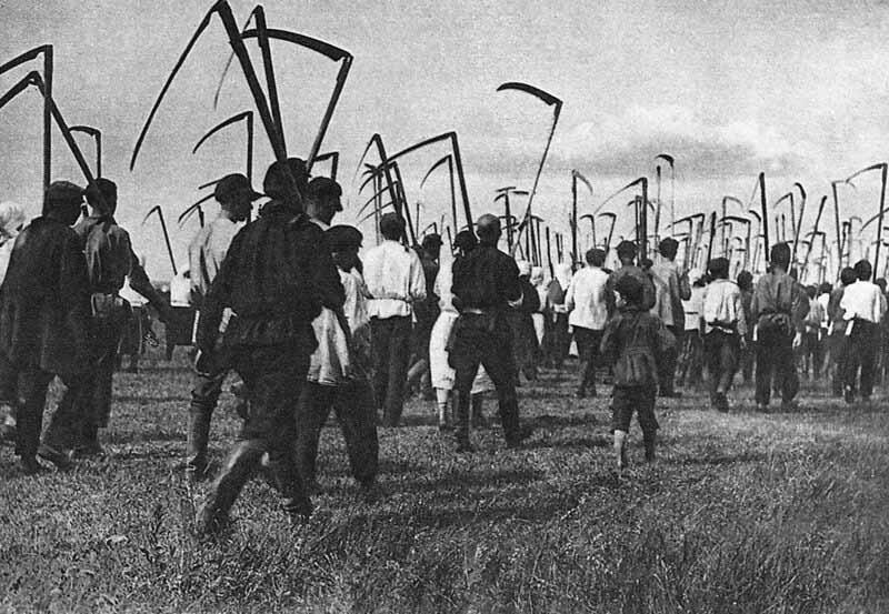 Часто колхозники, пытаясь вырваться из трудной сельской жизни, старались «выбить» в правлении специальный документ, позволявший уехать на заработки в город.