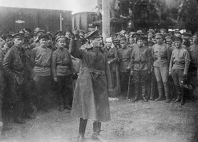 Когда разгневанному Охотникову удалось вырваться из драки, он отправился к Сталину, который не подозревал о случившемся.