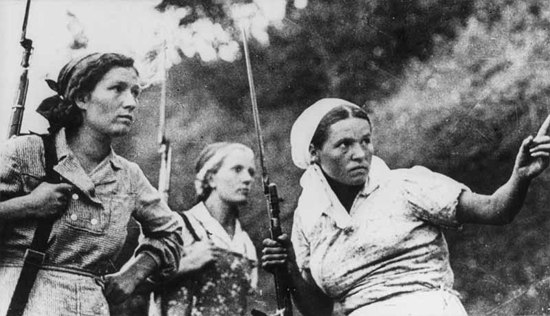 Во время ВОВ на оккупированных нацистами землями продолжали оставаться и выживать миллионы советских граждан