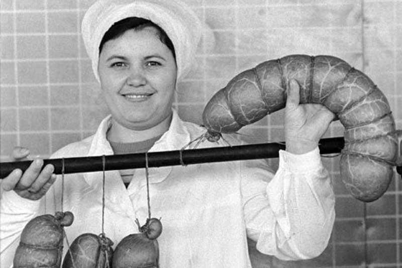 «Докторская» колбаса лежит на прилавках магазинов и по сей день, но мало кто знает, что сам Иосиф Виссарионович Сталин отдал приказ на ее изготовление.