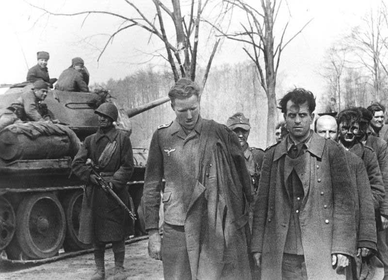 Немцев, заслуживших особое доверие, посылали во вражеский тыл.