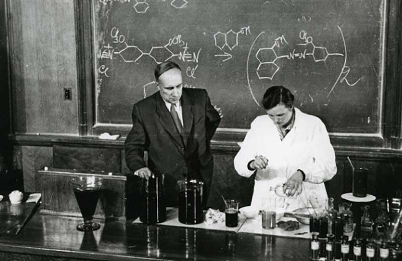 В 1950-х годах ученый Александр Несмеянов считался выдающимся и был главой советской Академии наук.