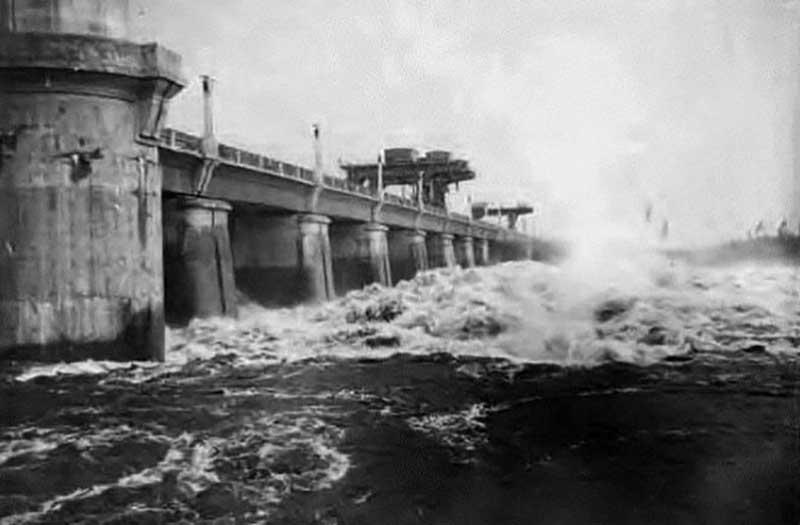 Во время обороны столицы СССР от войск фашистов советским руководством был дан приказ о затоплении пойм нескольких рек. Э