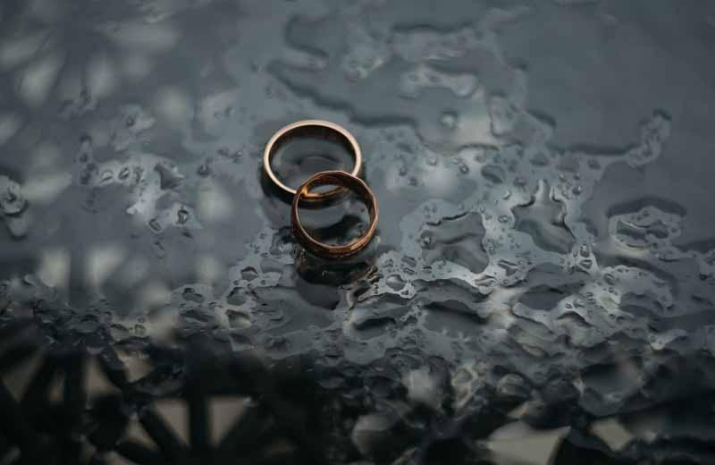 . В 1930-е годы мало кто носил обручальные кольца.