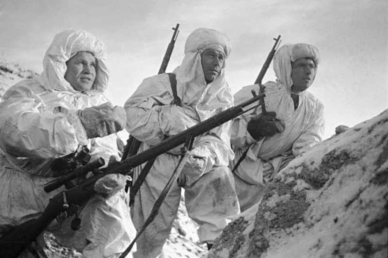 Когда началась Великая Отечественная война, Василий Зайцев занимал пост начальника экономической части на Тихоокеанском флоте СССР.