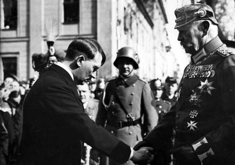 Гитлер «заразил» своей одержимой идеей победить во всем мире и многих военачальников Германии.