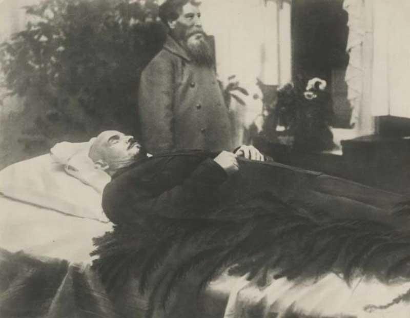 После кончины Ленина его мозг был извлечен с целью проведения исследований.