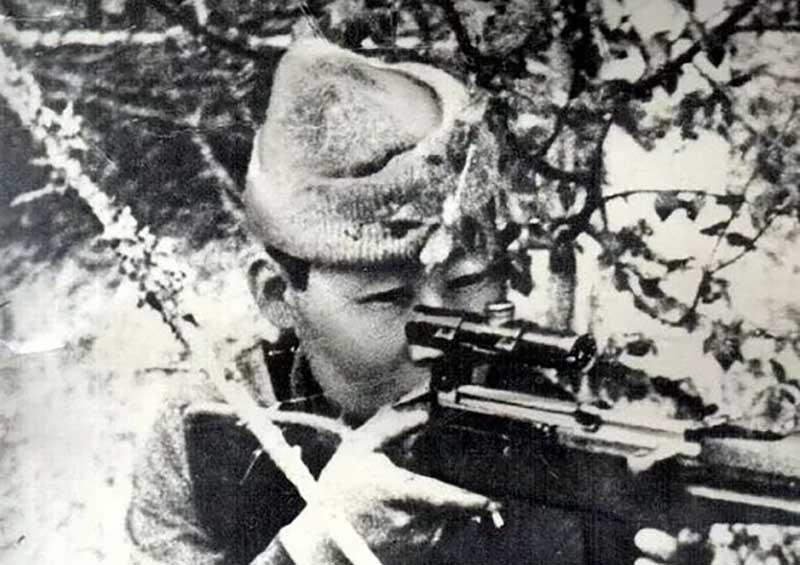 Будущий герой-снайпер родился в Якутии, в семье эвенкийских охотников-оленеводов.