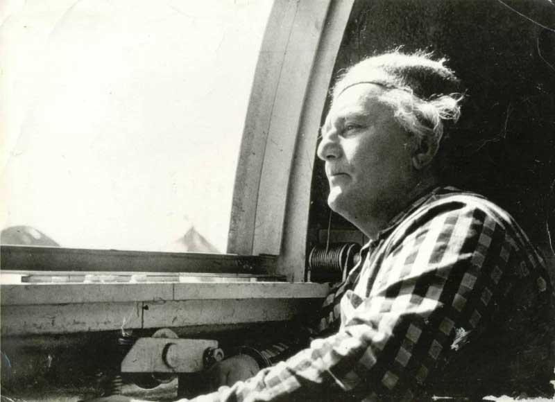 В 1966 году о способностях Анатолия Дьякова заговорил весь мир, так как он мог точно предсказывать ураганы, тайфуны, ливневые дожди за пару месяцев до их наступления.